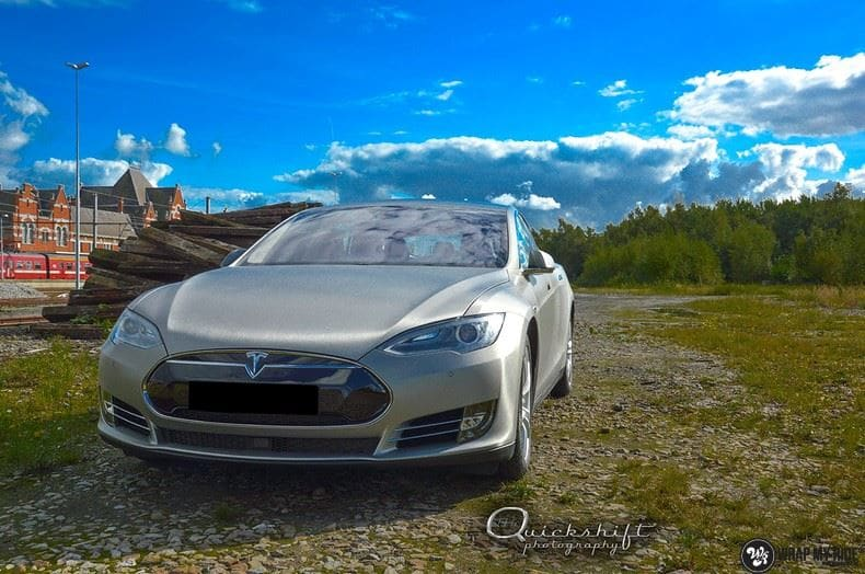 Tesla Model S brushed titanium, Carwrapping door Wrapmyride.nu Foto-nr:9089, ©2017