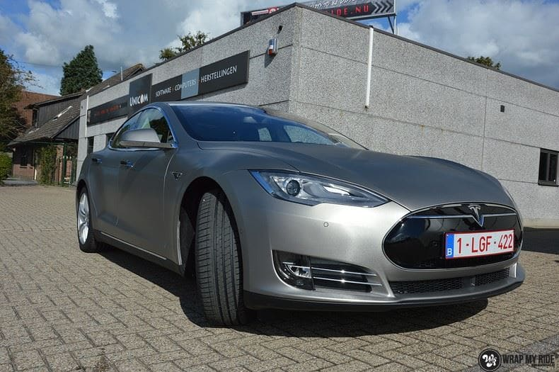 Tesla Model S brushed titanium, Carwrapping door Wrapmyride.nu Foto-nr:9122, ©2017