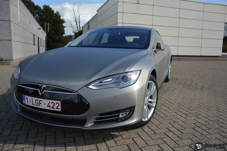 Tesla Model S brushed titanium, Carwrapping door Wrapmyride.nu Foto-nr:9112, ©2017