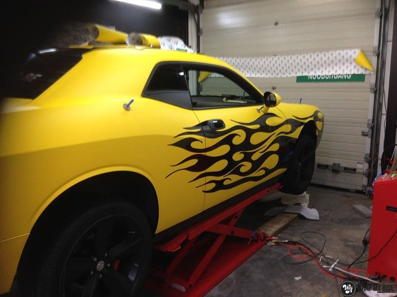 Dodge Challenger matte yellow, Carwrapping door Wrapmyride.nu Foto-nr:8483, ©2017