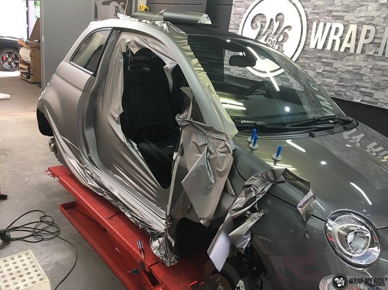 Fiat 595 Abart naar matte grey Aluminium, Carwrapping door Wrapmyride.nu Foto-nr:10026, ©2018