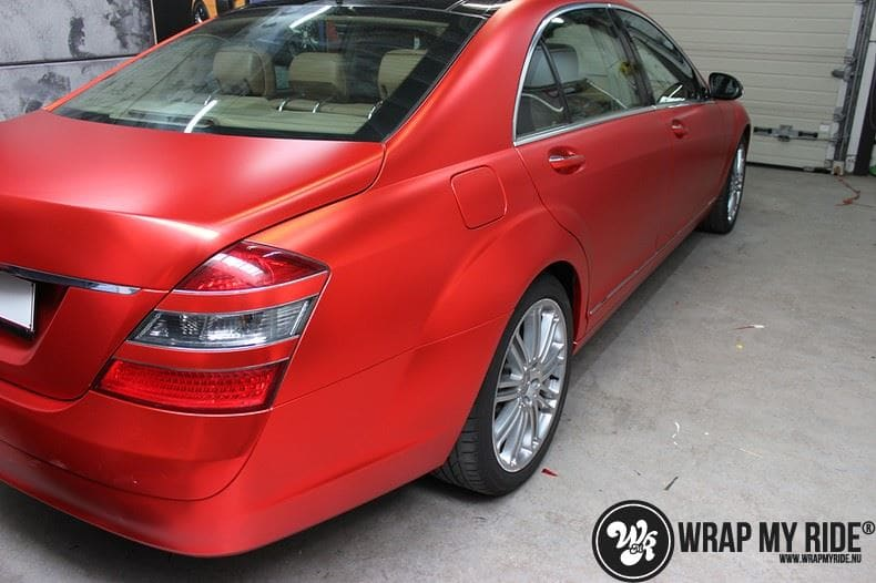 Mercedes S limousine mat rood chrome, Carwrapping door Wrapmyride.nu Foto-nr:7934, ©2017