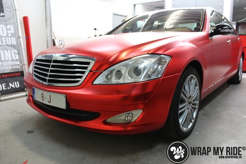 Mercedes S limousine mat rood chrome, Carwrapping door Wrapmyride.nu Foto-nr:7935, ©2017