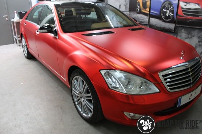 Mercedes S limousine mat rood chrome, Carwrapping door Wrapmyride.nu Foto-nr:7937, ©2017