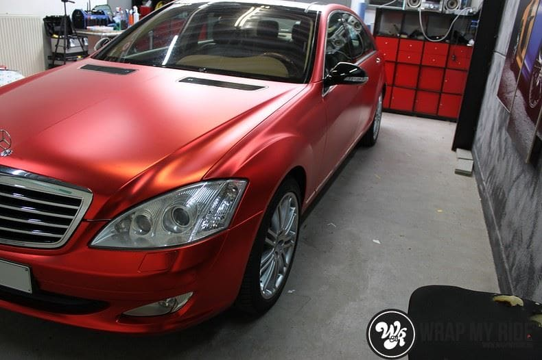 Mercedes S limousine mat rood chrome, Carwrapping door Wrapmyride.nu Foto-nr:7938, ©2017