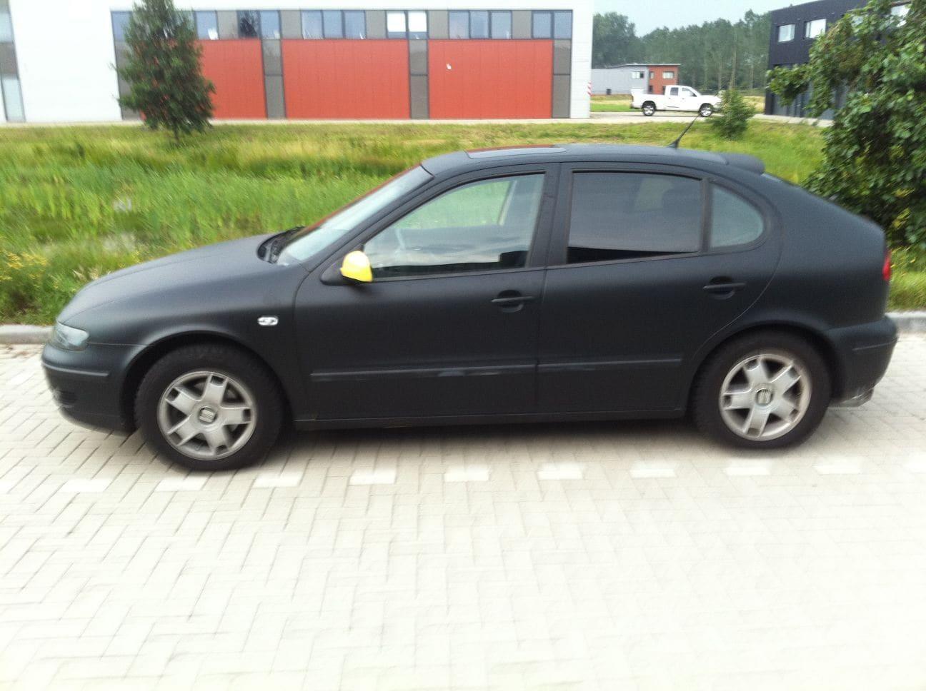 Seat Leon In Mat Zwarte Wrap