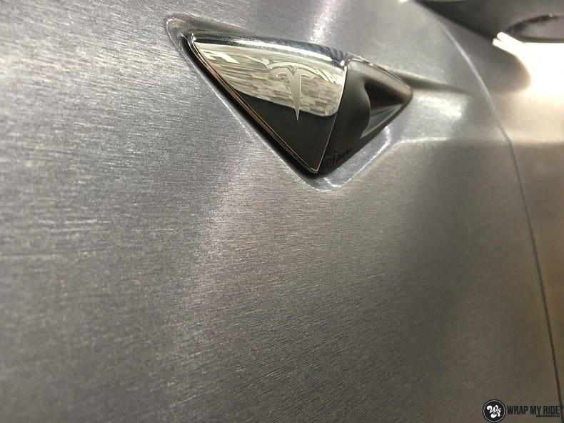 Tesla Model S brushed steel, Carwrapping door Wrapmyride.nu Foto-nr:9970, ©2017
