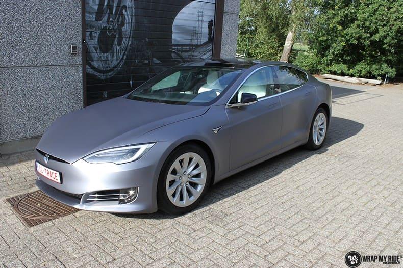 Tesla Model S brushed steel, Carwrapping door Wrapmyride.nu Foto-nr:9952, ©2017