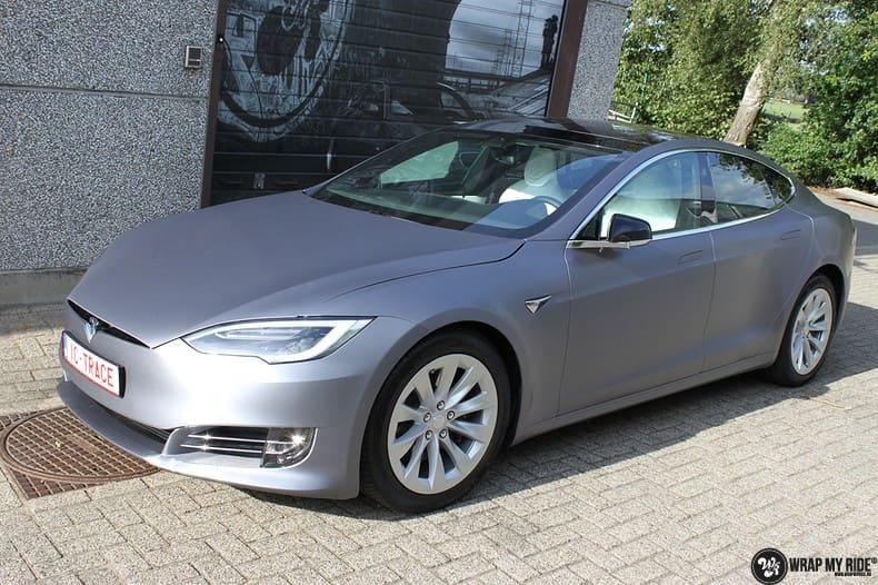 Tesla Model S brushed steel, Carwrapping door Wrapmyride.nu Foto-nr:9951, ©2017