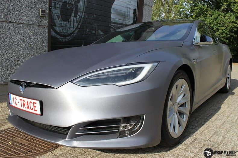 Tesla Model S brushed steel, Carwrapping door Wrapmyride.nu Foto-nr:9950, ©2017