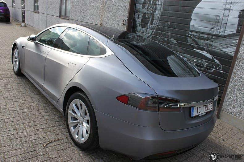 Tesla Model S brushed steel, Carwrapping door Wrapmyride.nu Foto-nr:9949, ©2017