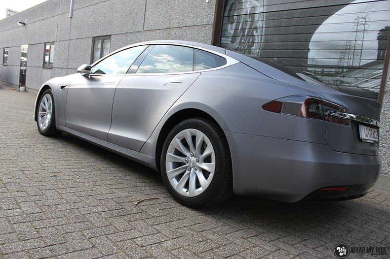 Tesla Model S brushed steel, Carwrapping door Wrapmyride.nu Foto-nr:9947, ©2017