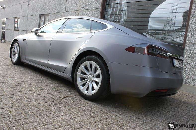 Tesla Model S brushed steel, Carwrapping door Wrapmyride.nu Foto-nr:9946, ©2017