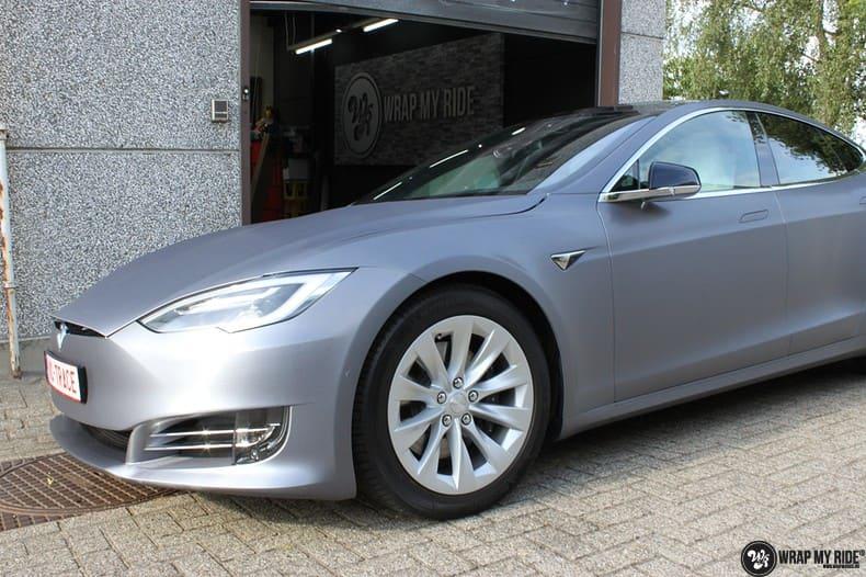 Tesla Model S brushed steel, Carwrapping door Wrapmyride.nu Foto-nr:9944, ©2017