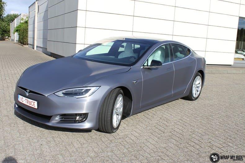 Tesla Model S brushed steel, Carwrapping door Wrapmyride.nu Foto-nr:9942, ©2017