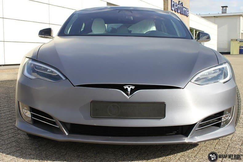 Tesla Model S brushed steel, Carwrapping door Wrapmyride.nu Foto-nr:9940, ©2017