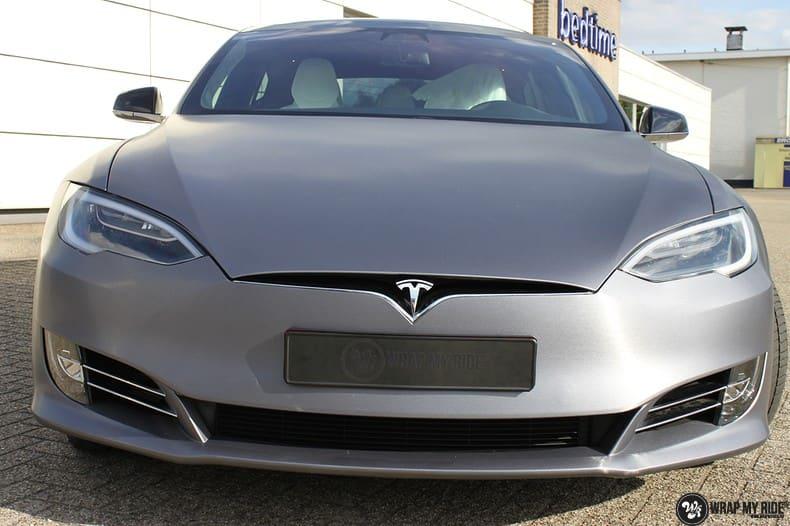 Tesla Model S brushed steel, Carwrapping door Wrapmyride.nu Foto-nr:9939, ©2017