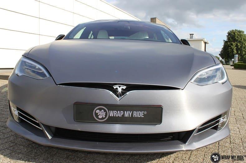 Tesla Model S brushed steel, Carwrapping door Wrapmyride.nu Foto-nr:9938, ©2017
