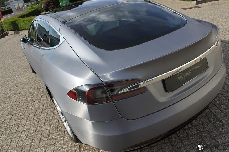 Tesla Model S brushed steel, Carwrapping door Wrapmyride.nu Foto-nr:9935, ©2017