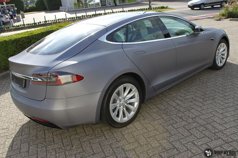 Tesla Model S brushed steel, Carwrapping door Wrapmyride.nu Foto-nr:9933, ©2017