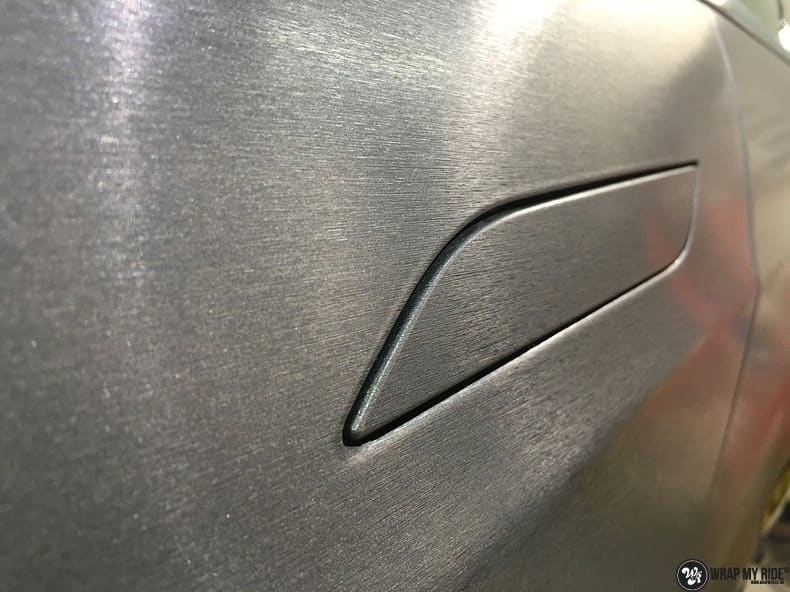 Tesla Model S brushed steel, Carwrapping door Wrapmyride.nu Foto-nr:9914, ©2017