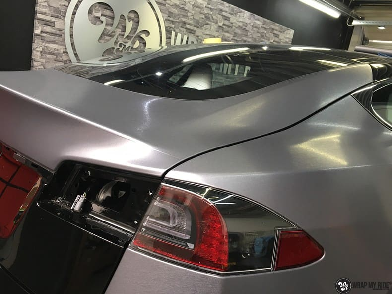 Tesla Model S brushed steel, Carwrapping door Wrapmyride.nu Foto-nr:9912, ©2017