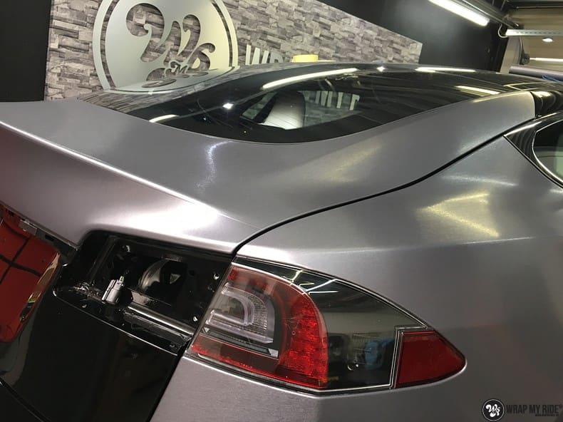 Tesla Model S brushed steel, Carwrapping door Wrapmyride.nu Foto-nr:9967, ©2017