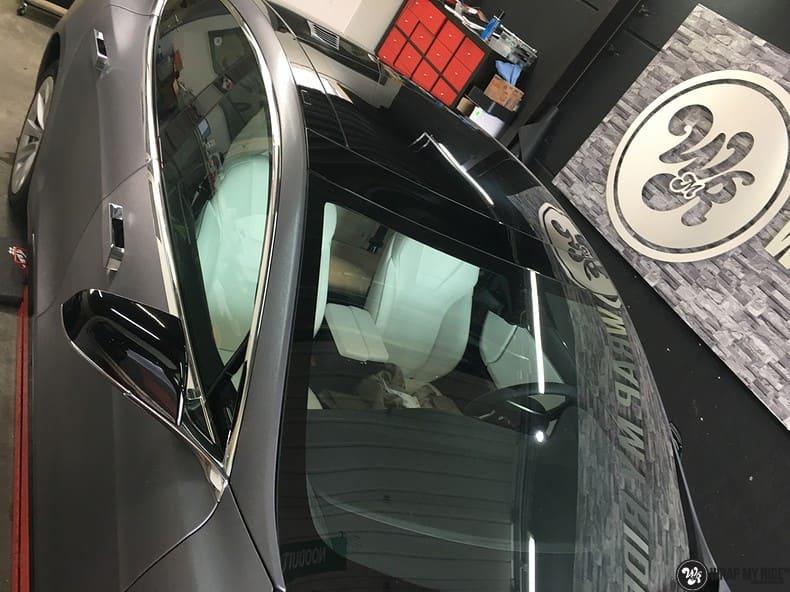 Tesla Model S brushed steel, Carwrapping door Wrapmyride.nu Foto-nr:9953, ©2017