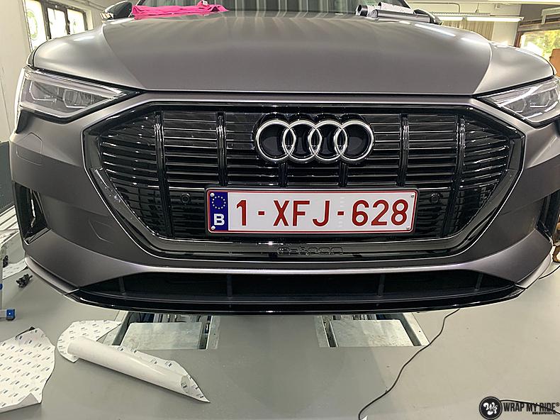 Audi E-tron satin dark grey, Carwrapping door Wrapmyride.nu Foto-nr:13570, ©2021