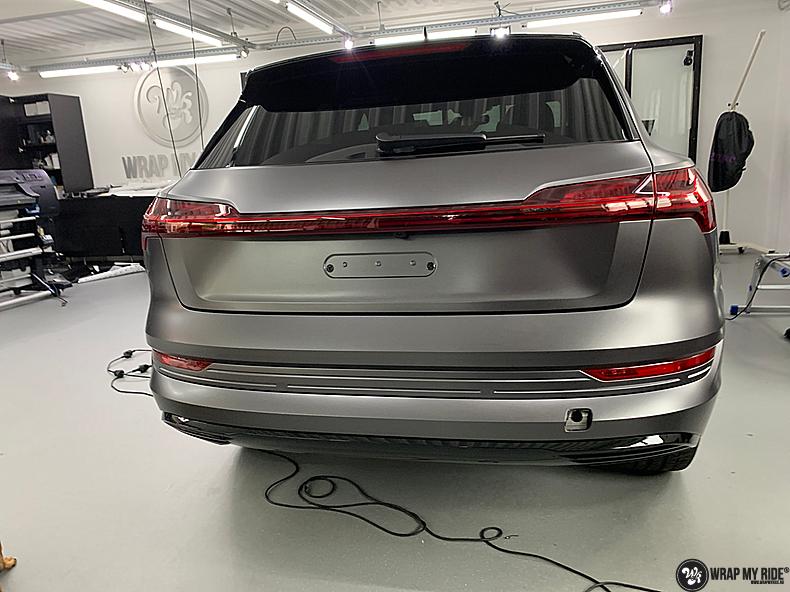 Audi E-tron satin dark grey, Carwrapping door Wrapmyride.nu Foto-nr:13572, ©2021