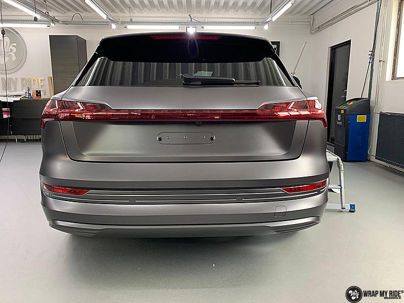 Audi E-tron satin dark grey, Carwrapping door Wrapmyride.nu Foto-nr:13575, ©2021
