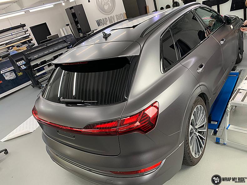 Audi E-tron satin dark grey, Carwrapping door Wrapmyride.nu Foto-nr:13576, ©2021