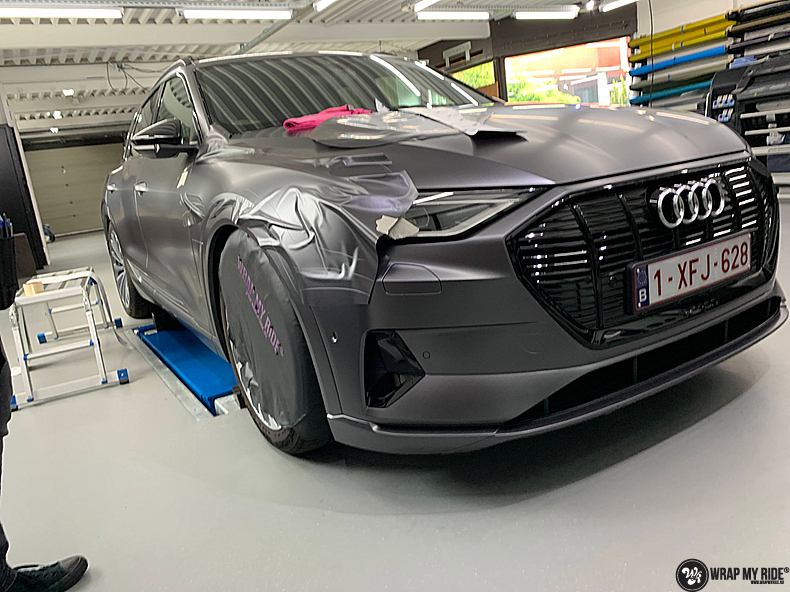 Audi E-tron satin dark grey, Carwrapping door Wrapmyride.nu Foto-nr:13578, ©2020