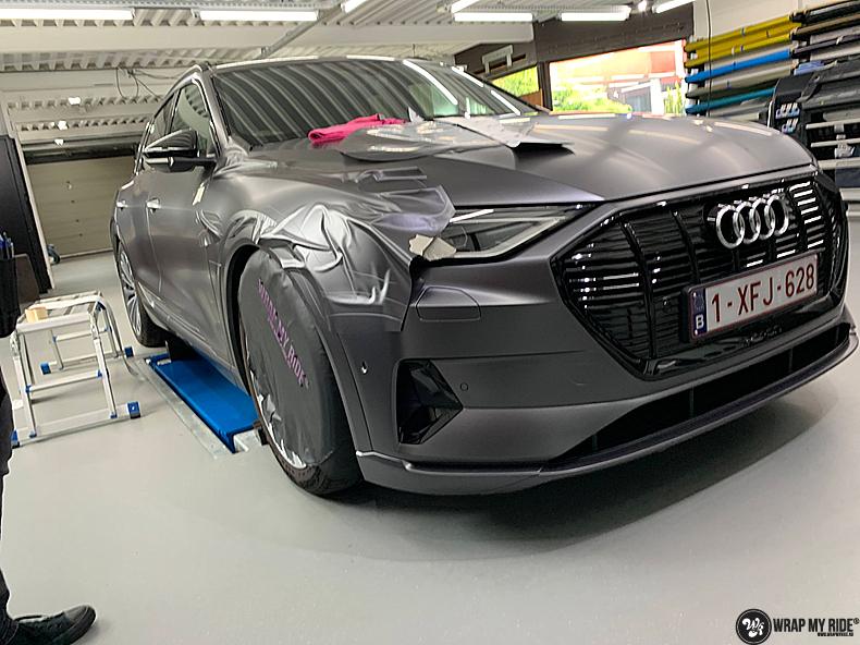 Audi E-tron satin dark grey, Carwrapping door Wrapmyride.nu Foto-nr:13578, ©2021