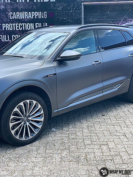 Audi E-tron satin dark grey, Carwrapping door Wrapmyride.nu Foto-nr:13586, ©2020