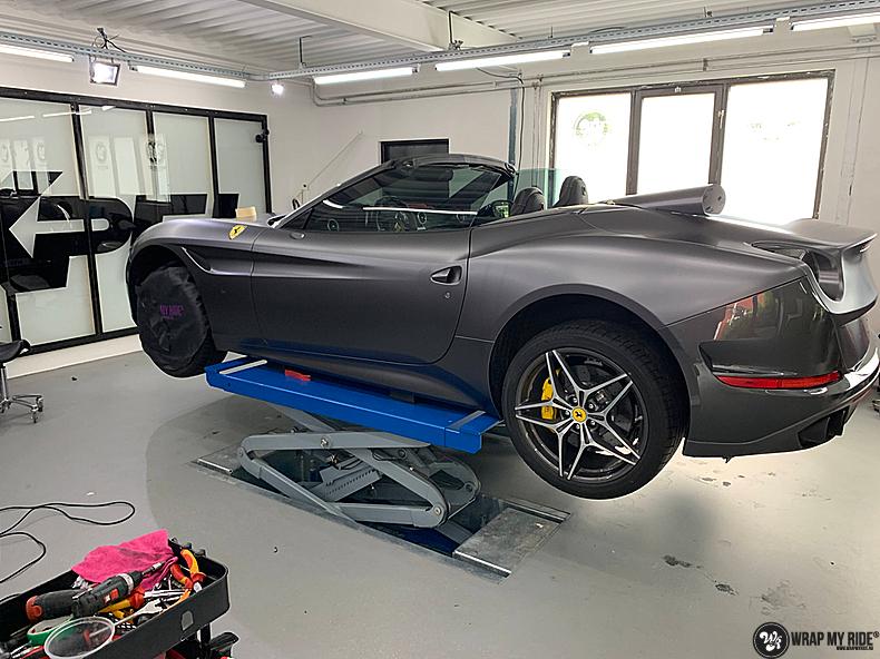 Ferrari California satin dark grey, Carwrapping door Wrapmyride.nu Foto-nr:13850, ©2020