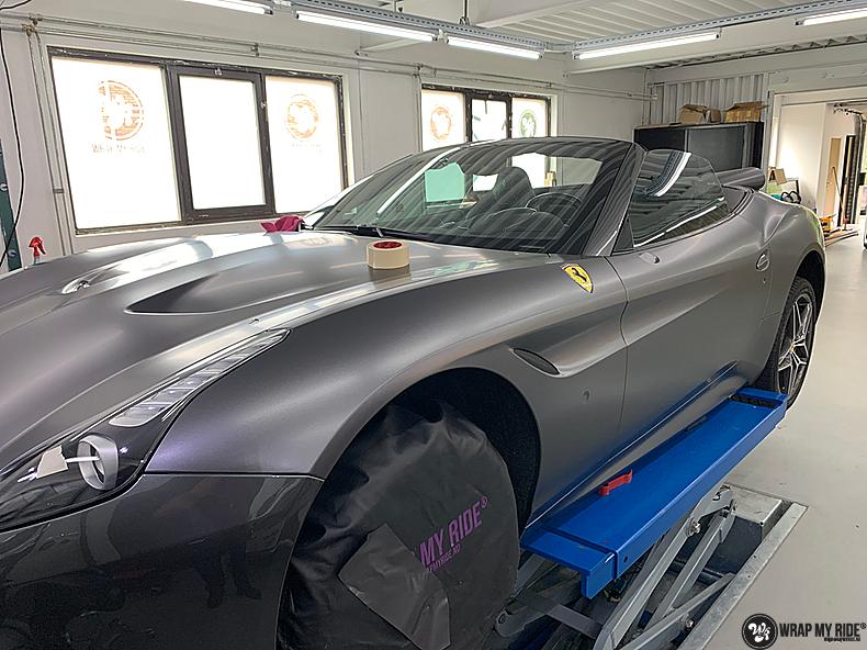Ferrari California satin dark grey, Carwrapping door Wrapmyride.nu Foto-nr:13851, ©2020