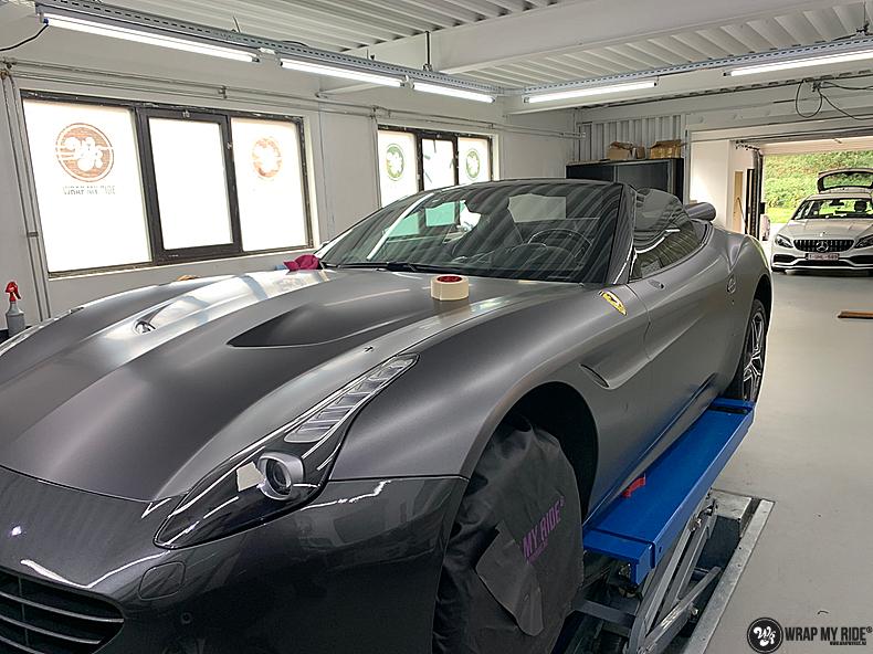 Ferrari California satin dark grey, Carwrapping door Wrapmyride.nu Foto-nr:13852, ©2020