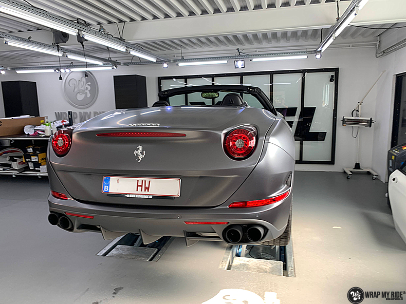 Ferrari California satin dark grey, Carwrapping door Wrapmyride.nu Foto-nr:13854, ©2020