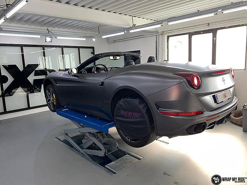Ferrari California satin dark grey, Carwrapping door Wrapmyride.nu Foto-nr:13855, ©2020