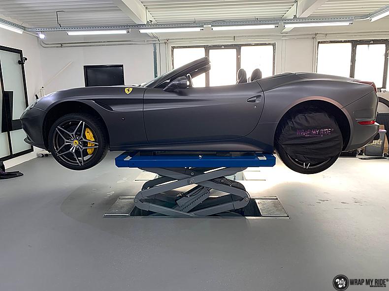 Ferrari California satin dark grey, Carwrapping door Wrapmyride.nu Foto-nr:13856, ©2020