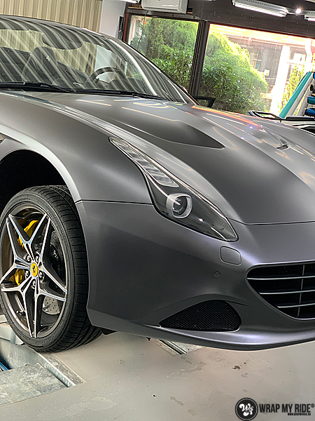 Ferrari California satin dark grey, Carwrapping door Wrapmyride.nu Foto-nr:13859, ©2020