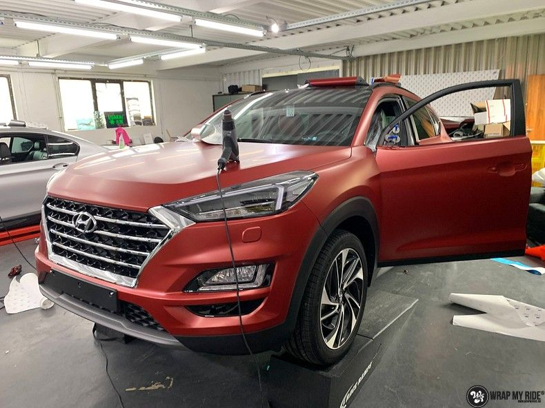 Hyundai Tucson satin vampire red, Carwrapping door Wrapmyride.nu Foto-nr:13190, ©2021