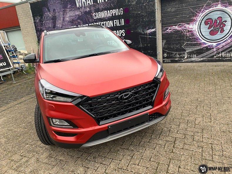 Hyundai Tucson satin vampire red, Carwrapping door Wrapmyride.nu Foto-nr:13201, ©2021