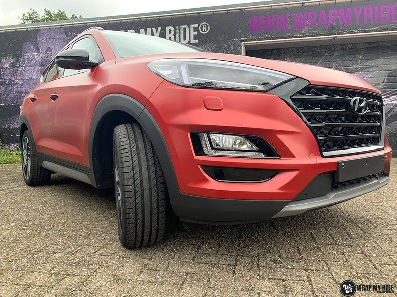 Hyundai Tucson satin vampire red, Carwrapping door Wrapmyride.nu Foto-nr:13203, ©2020