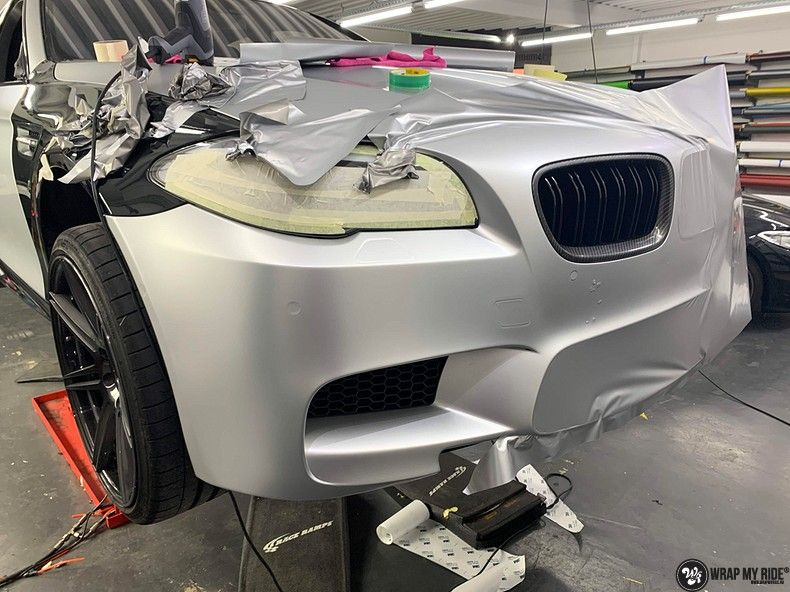 BMW M5 satin white aluminium, Carwrapping door Wrapmyride.nu Foto-nr:13138, ©2021
