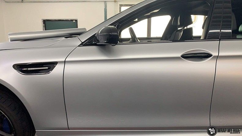 BMW M5 satin white aluminium, Carwrapping door Wrapmyride.nu Foto-nr:13140, ©2021