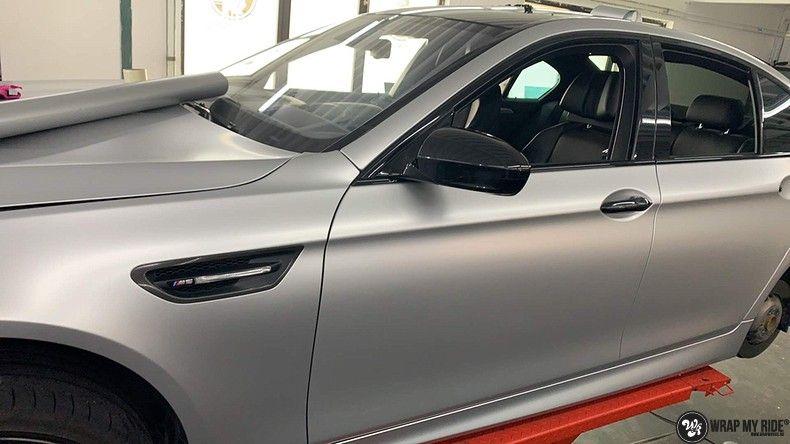 BMW M5 satin white aluminium, Carwrapping door Wrapmyride.nu Foto-nr:13141, ©2020