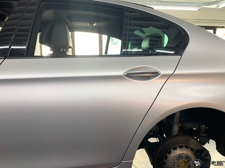 BMW M5 satin white aluminium, Carwrapping door Wrapmyride.nu Foto-nr:13142, ©2020