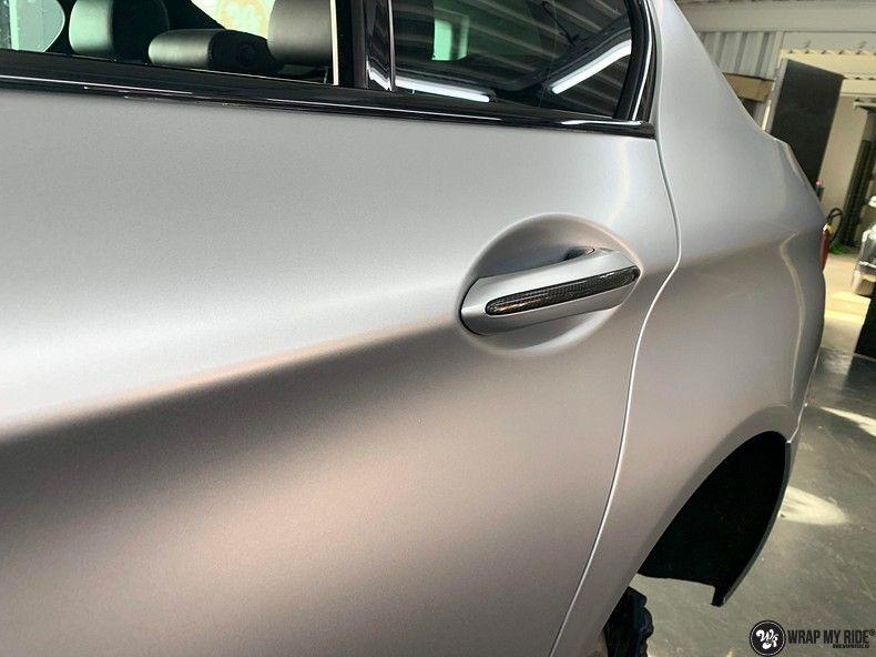BMW M5 satin white aluminium, Carwrapping door Wrapmyride.nu Foto-nr:13144, ©2020